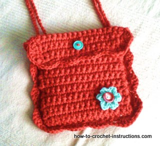 Quick and easy, this simple but very effective crochet purse pattern ...