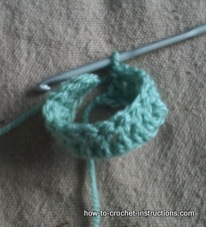 Instructions On How To Crochet : Bring the 2 edges together